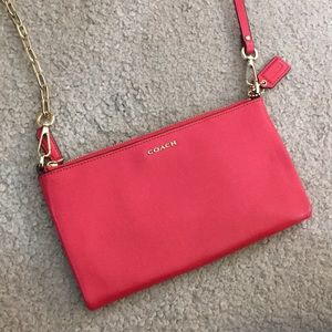 💕 Coach reddish pink small leather crossbody 💕